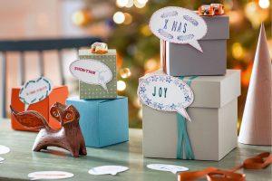 Mit Stempelkissen, bunten Bändern und Bastelkarton lassen sich hübsche Geschenkboxen kreieren. Foto: djd/Ferrero/Gaby Zimmermann