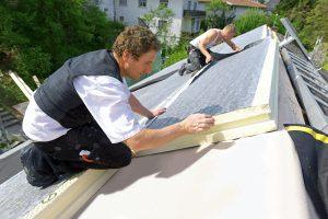 Eine leistungsfähige Dachdämmung verhindert Wärmeverluste.
