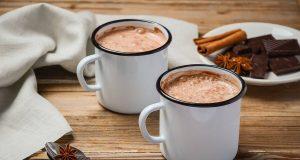 Bei winterlicher Kälte gibt es kaum etwas Schöneres als eine Tasse heißer Schokolade.