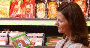 Wer kontrollierte Qualität auf dem Teller haben möchte, sollte beim Lebensmitteleinkauf im Supermarkt genau hinschauen.