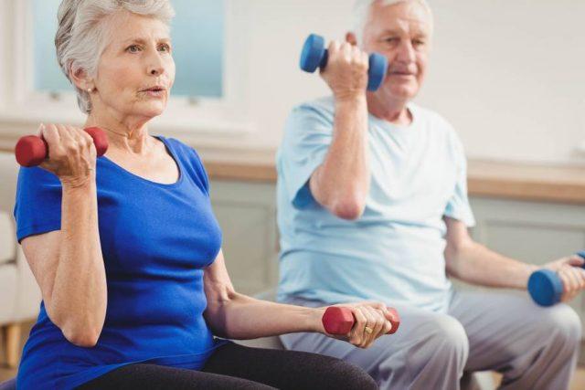 eden Tag ein paar Minuten Gymnastik und leichtes Hanteltraining - das lässt sich im Alltag leicht einrichten.
