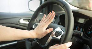 Sollte jeder Autofahrer kennen: die wichtigsten Regeln zum Einsatz von Warnsignalen.