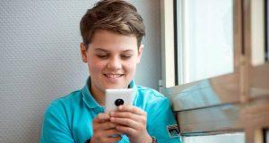 Eltern sollten wissen, wie und wann ihre Kinder das erste Smartphone nutzen.