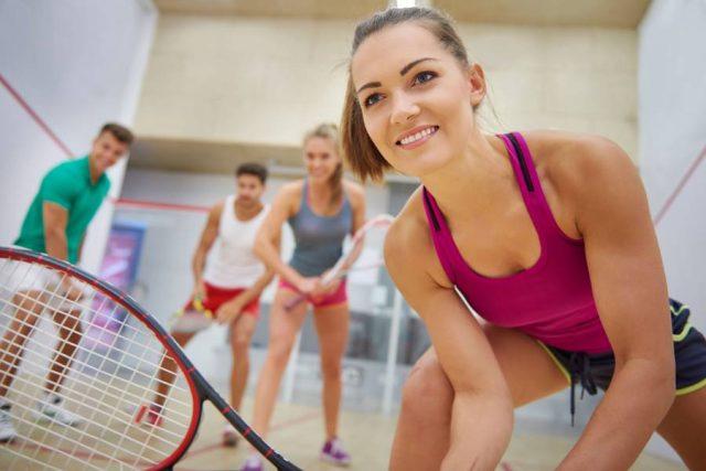 Sport ist zwar gesund, kann aber auch zu Unfällen führen. Besonders verletzungsträchtig sind schnelle Ballsportarten.