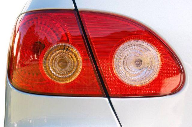 Wer falsch blinkt, erhöht das Unfallrisiko und kann zur Kasse gebeten werden.