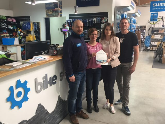 Übergabe des 250€-Gutscheins für den Bike Store Haßfurt