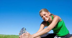 Wichtig für gesunde Sporteinheiten: Vorheriges Aufwärmen und anschließendes Cool-Down mit Dehnübungen müssen sein.