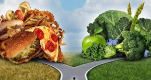 Fastfood oder Obst und Gemüse? Um Krebserkrankungen vorzubeugen, sollte man sich öfter für die grüne Seite entscheiden.