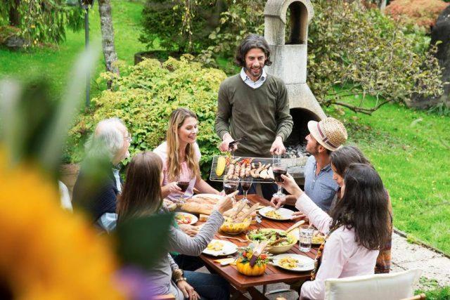 Grillen ist nicht nur etwas für die sommerliche Hauptsaison, gebrutzelt wird heute bis weit in den Herbst hinein.