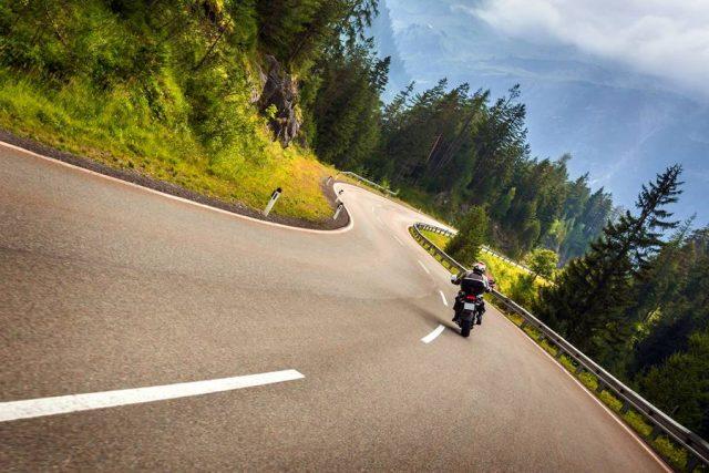 Urlaubsfeeling mit einem Hauch von Abenteuer: Im Motorradsattel erlebt man Landschaften und die Natur ringsherum besonders intensiv. Eine gute Vorbereitung vor jeder größeren Tour gehört aber dazu.