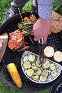Grillen geht auch nachhaltig - mit Zutaten aus regionalem Anbau und Fleisch von Bio-Höfen.