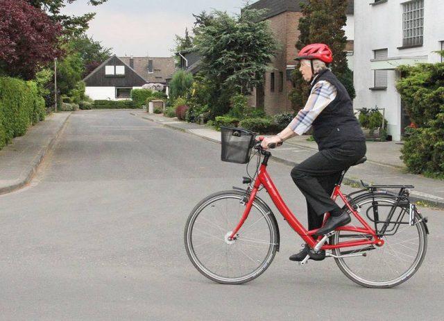 Speziell bei der älteren Generation liegen E-Bikes und Pedelecs im Trend, durch die Elektromotorunterstützung können Strecken mühelos zurückgelegt werden.