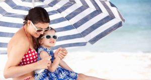 Sommerspaß am Strand: Ein guter Sonnenschutz ist hier wichtig. Besonders Kinderhaut ist empfindlich.