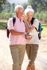 Das Wandern in ebenem Gelände ist auch für Arthrose-Patienten im Sommer gut geeignet.