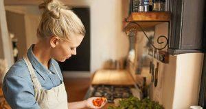 """Hände weg von verarbeiteten Lebensmitteln, in die Küche kommen nur frische, natürliche Zutaten: So lautet die wohl wichtigste Grundregel für den Ernährungstrend """"Clean Eating""""."""
