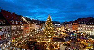 Im Advent verwandelt sich der Schweinfurter Marktplatz in einen stimmungsvollen Weihnachtsmarkt.