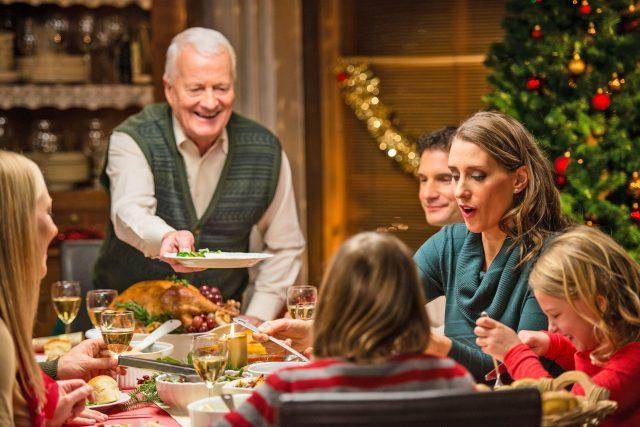 Gemeinsamer Genuss, traditionelle Gerichte und Erinnerungen an die Kindheit begleiten jedes Weihnachtsfest.