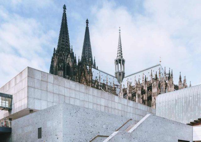 Domumgebung Köln gestaltet von Naturstein Steinmann