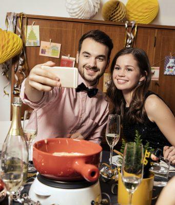 Mit viel Glück ins neue Jahr starten - Bleigießen, Kleeblätter und Kobolde gehören dazu. Die Menschen in Europa pflegen jeweils ihre ganz eigenen Bräuche.