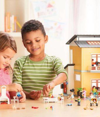 In der neuen Wohnhaus-Spielwelt mit fünf Zimmern, einer Terrasse sowie einem großzügigen Balkon gibt es beinahe alles, was es in einem echten Haus auch gibt.