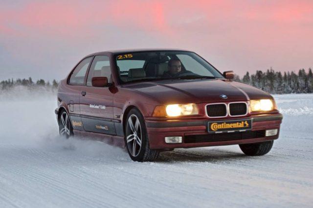 Marken-Winterreifen werden unter Extrembedingungen getestet, damit man sich bei der Fahrt in schneereiche Regionen auf ihre Sicherheit verlassen kann.