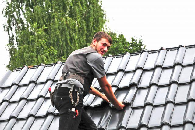 Der Beruf des Dachdeckers ist deutlich vielfältiger, als mancher auf den ersten Blick meint.