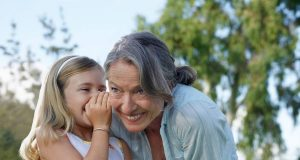 Oma ist die Beste - Großeltern haben oft viel Zeit und Geduld für ihre Enkelkinder.