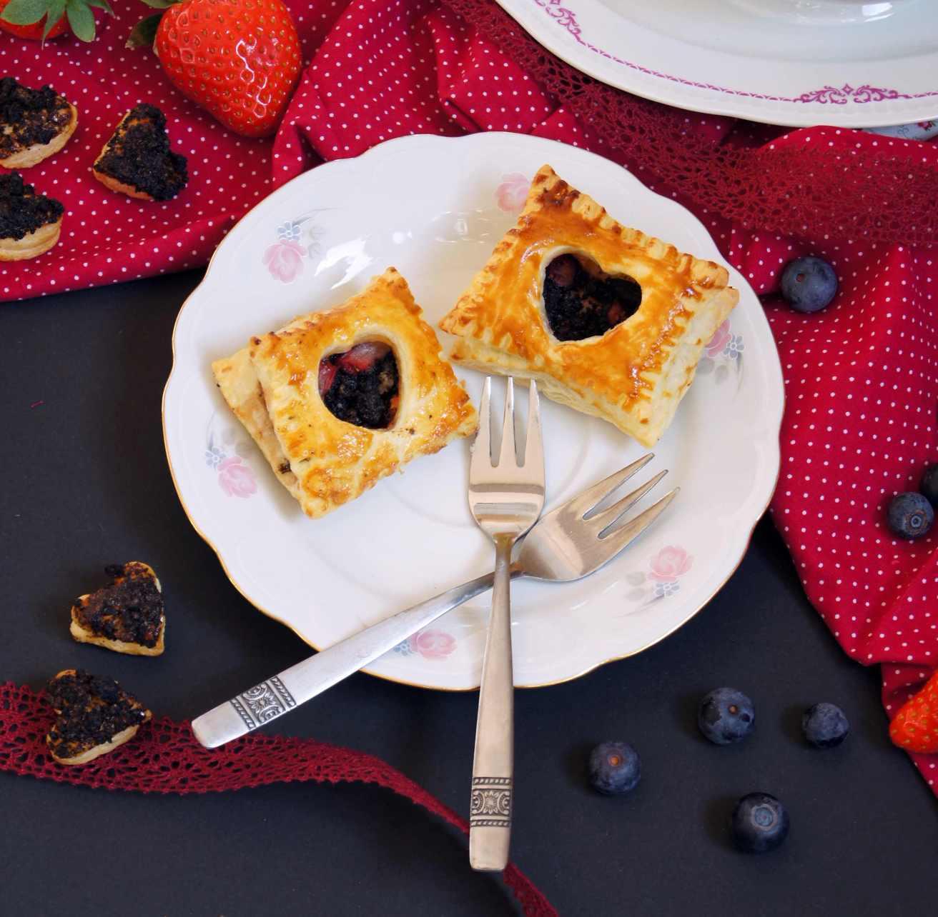 Herziger Blätterteig mit Oreo-Nutella-Blaubeer-Füllung