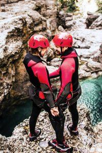 Eine Canyoning-Tour im Harz ist ein Naturerlebnis, bei dem das Adrenalin nach oben schießt. Mit einem Heiratsantrag wird die Outdoor-Action erst recht zum unvergesslichen Erlebnis.