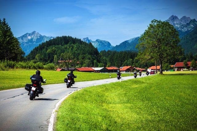 Reifenpannen sind eine ärgerliche Unterbrechung gemeinsamer Motorradtouren.