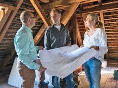 """Qualifizierte Energieberater erstellen für modernisierungswillige Hausbesitzer einen """"Sanierungsfahrplan"""" für Baumaßnahmen zur Energieeinsparung."""