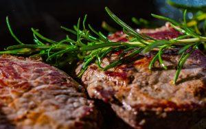leckere Steaks vom Lavastein-Grill