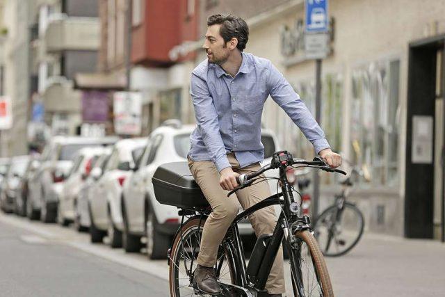 Rund 2,8 Millionen Deutsche fahren laut dem Allgemeinen Deutschen Fahrradclub (ADFC) mit dem Rad zur Arbeit.