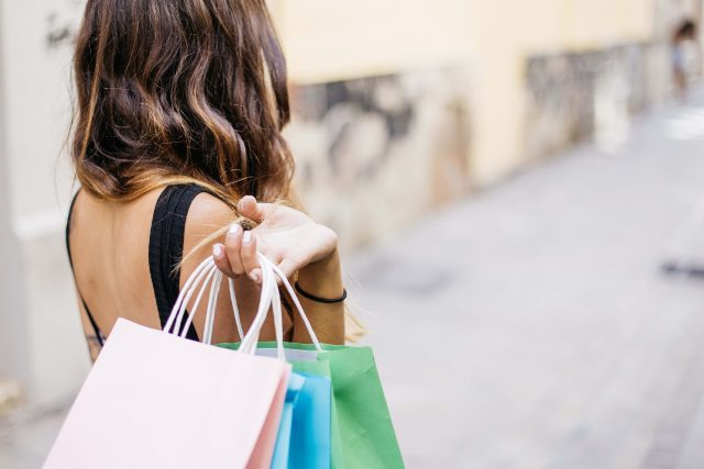 Alle Shoppingbegeisterten lädt Schweinfurt@Night zum nächtlichen Einkaufen ein.