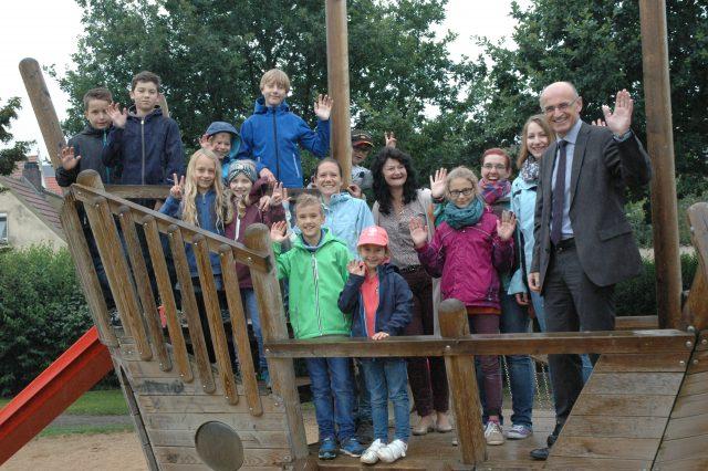 Ganztätige Betreuung in den Ferien ist ein ganz wichtiger Baustein zur Vereinbarkeit von Familie und Beruf. Im Landkreis Haßberge bieten viele Kommunen durchgängige flexible Betreuung an.