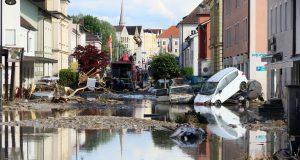 Extremwetterlagen wie Starkregenereignisse häufen sich in Deutschland - vereinzelt mit gravierenden Folgen wie am 1. Juni 2016 in Simbach am Inn.