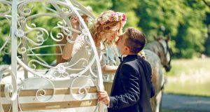 Ein Kuss für die Prinzessin: Immerhin knapp jede zehnte deutsche Frau sehnt sich auch im Erwachsenenalter nach einer royalen Hochzeit im weißen Kleid.
