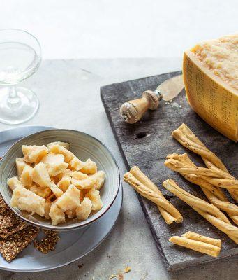 Der norditalienische Parmesankäse passt auch sehr gut zu salzigem Fingerfood.