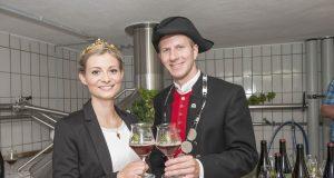 Bierprinz Sebastian Gocker mit der Weinprinzessin Elisabeth Goger.