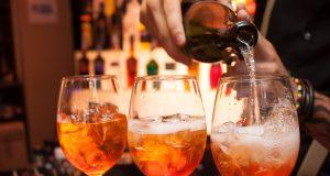Italienische Nacht in Hofheim: genießen Sie italienische Köstlichkeiten und leckere Cocktails.