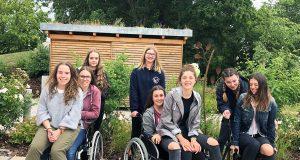 """Spaß machen erlaubt: Schülerinnen der Klasse 9d der Realschule Ebern bei """"Pflege on tour"""""""