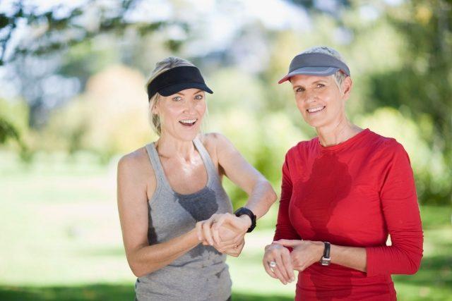Wer sich richtig auspowert schwitzt - aber auch an warmen Tagen gerät man schon bei moderater Bewegung ins Schwitzen.