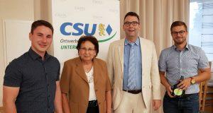 Auf den Foto von links: Sven Schnös, stellv. Kreisvorsitzender, Rosi Hufnagel von der Hanns-Seidel-Stiftung, Professor Gerald Mann, Kreisvorsitzender Thomas Wagenhäuser