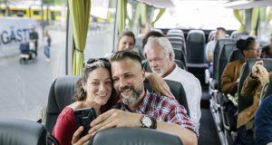 Im Sommer packt fast jeden das Fernweh. Doch langes, beengtes Sitzen in Bus, Flieger oder Auto kann die Venen belasten.