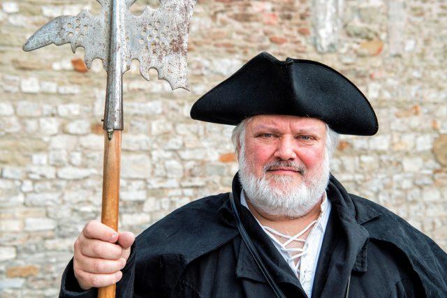 Der Schweinfurter Nachtwächter lädt Sie am 14. Oktober zu seiner Führung ein.