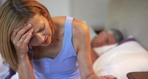 Schlafprobleme können sehr belastend sein und sich zu einem Teufelskreis entwickeln, der den Alltag belastet.