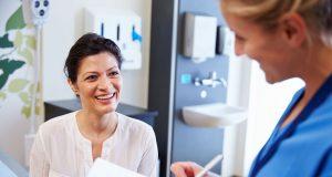 Ein guter Zahnarzt oder eine gute Zahnärztin sollte den Mehraufwand glaubwürdig und ohne die Verwendung von Fachchinesisch dem Patienten oder der Patientin begründen können.