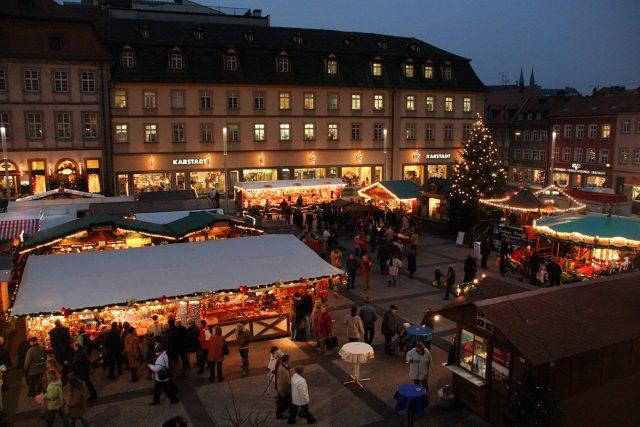 Auch der Bamberger Weihnachtsmarkt lädt am 01. Dezember zur langen Einkaufsnacht ein.