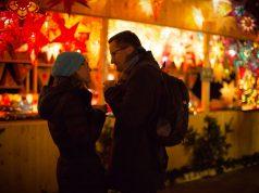 Bei Glühwein oder Feuerzangenbowle bieten die Weihnachtsmärkte eine schöne Einstimmung auf die Adventszeit.