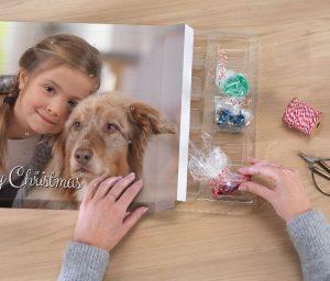 Der selbst befüllbare Adventskalender bietet Platz für das Lieblingsfoto und 24 persönliche Überraschungen.